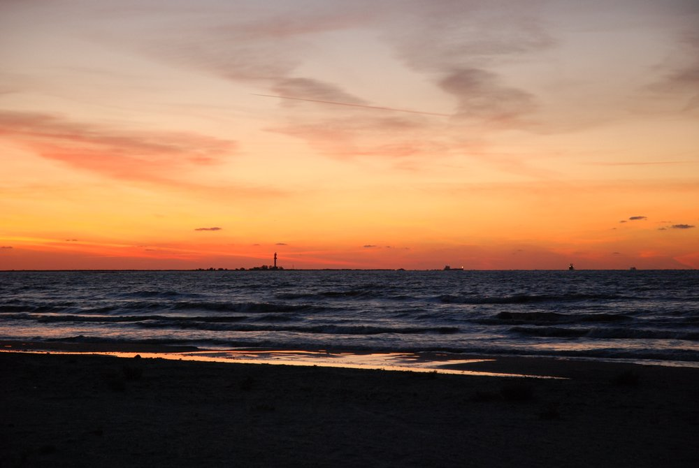 Czarnomorska plaża. W oddali ujście głównej odnogi Dunaju - Crișan. | Sulina