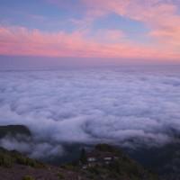 Jedno z najlepiej wkomponowanych schronisk w górach. Niczym hacjenda w brazylijskiej (a więc portugalskojęzycznej) telenoweli