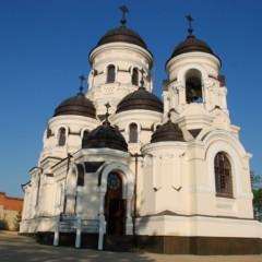 Mănăstirea Căpriana, jedna ze świątyń. Historia klasztoru sięga piętnastego wieku.