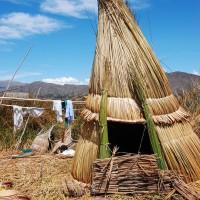 Dawny, tradycyjny okrągły dom na wyspie.