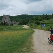 W drodze do zamku Tustań w Uryczu.