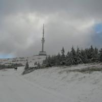Nareszcie widać szpetną antenę, choć dla czeskich gór to charakterstyczne.