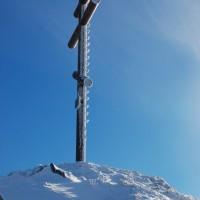 Krzyż na pierwszym szczycie połoniny.
