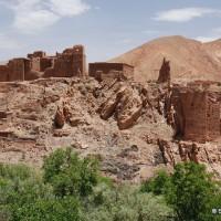 Ruiny licznych Kazb w dolinie.