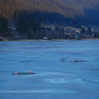 Pozostała część jeziora na wschód od mostu była dosyć słabo pokryta lodem...