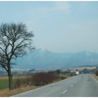 Droga powrotna. Przed nami Wielka Fatra i jej szczyty - Tlsta i Ostra.