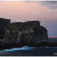 Zatoka Dwejra i Fungus Rock - kawałek skały i wielka historia z nią związana.