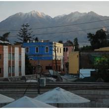 Wulkany El Misti i Chcachani górują nad miastem.