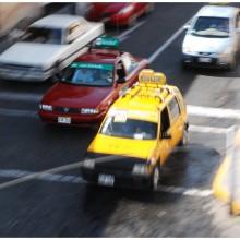 Na ulicach królują taksówki.