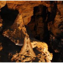 Małe gejzery, charakterystyczne dla tej jaskini. Otrzymaliśmy obszerny opis w języku polskim do ręki, jednak zamiast czytać fotografowałem...