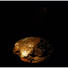 Lustro ukazujące wnętrze komina, gdzie znajduje się piękny aragonitowy naciek. Taki jak w Ochtinskiej Aragonitovej Jaskyni.