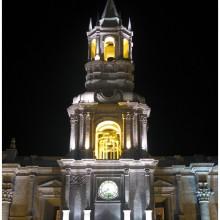 Plaza de Armas nocą.