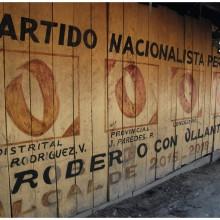 Gdzieś w dorzeczu Amazonki. Domyślam się, że właściciel domu głosuje zawsze tak samo. Albo maluje ściany co parę lat.