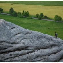 Kocziczi skały. Na każdej skalnej baszcie w Czechach znajduje się książka wpisów dla zdobywców. Niełatwo to zrobić.