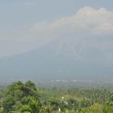 Sprawca wszelkiego zamieszania, najaktywniejszy wulkan Indonezji - Merapi (2911 m.n.p.m.)