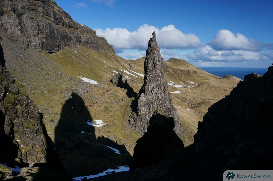 Needle Rock i cień Old Man of Storr